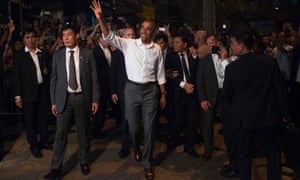 US President Barack Obama waves after eating dinner at Bun cha Huong Lien with Anthony Bourdain in Hanoi.