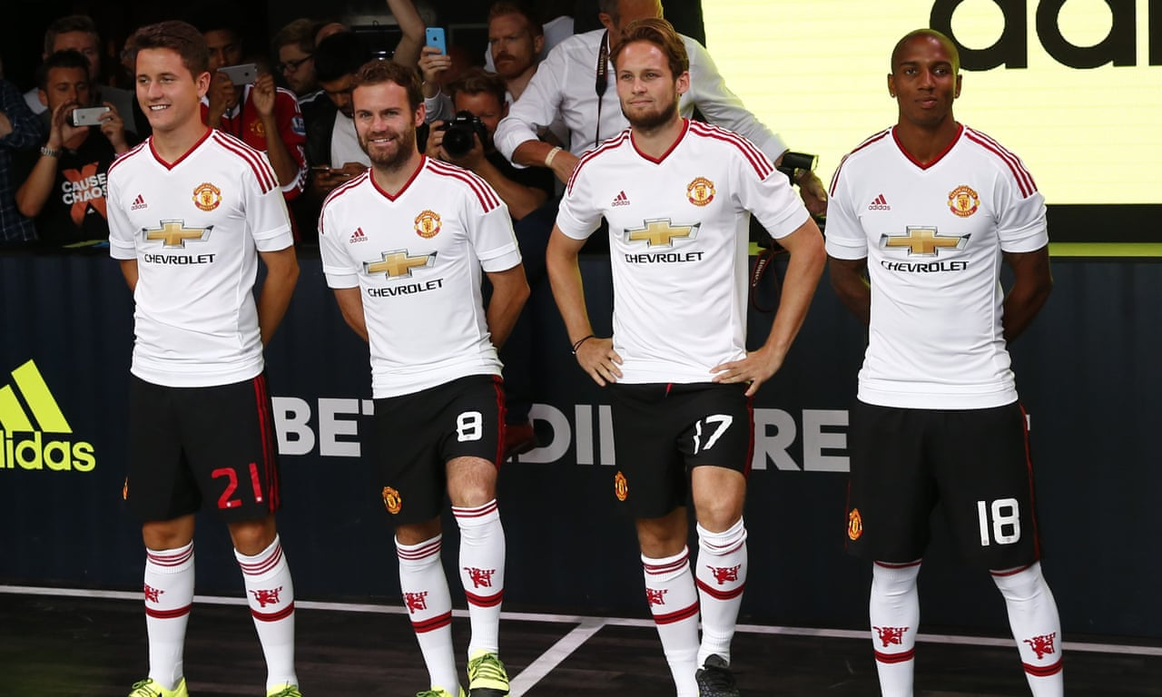 Manchester United players reveal new away kit for 2015-16 season – video f19191d12