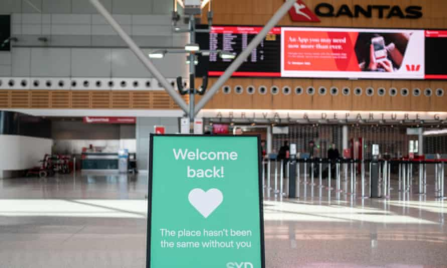 A sign welcoming travellers back to Sydney Airport