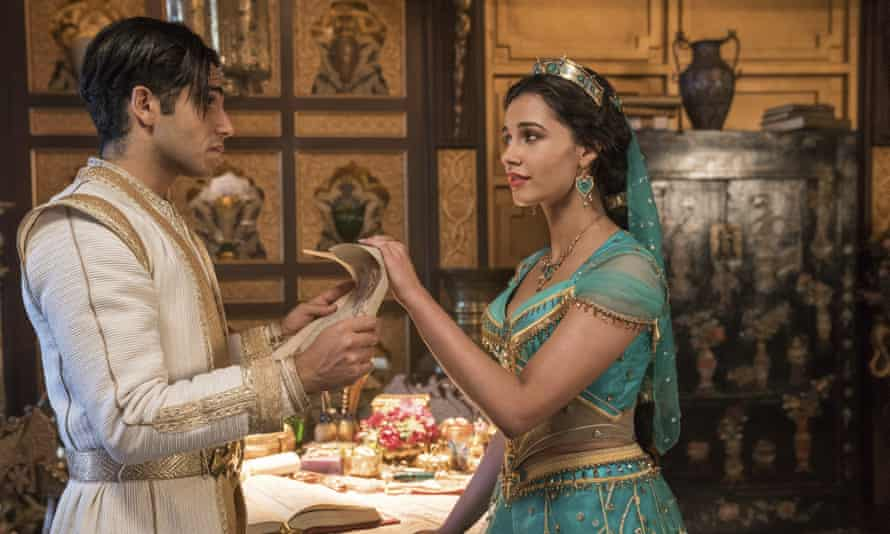 Mena Massoud as Aladdin and Naomi Scott as Jasmine.