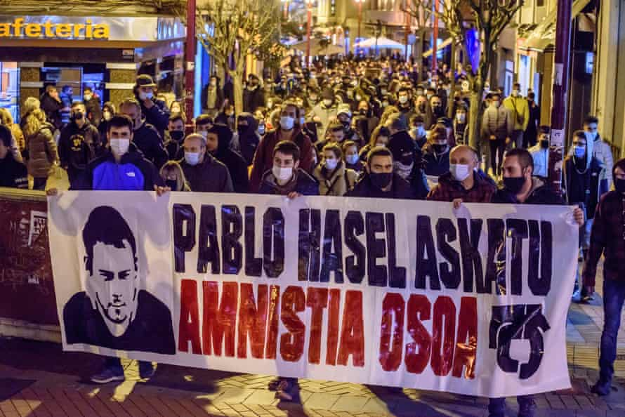 People demonstrate in support of Pablo Hasel in Vizcaya, in the Basque Country.