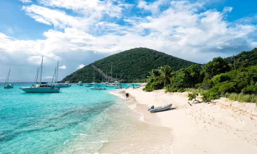 An white sandy beack with luxury yachts in the British Virgin Islands