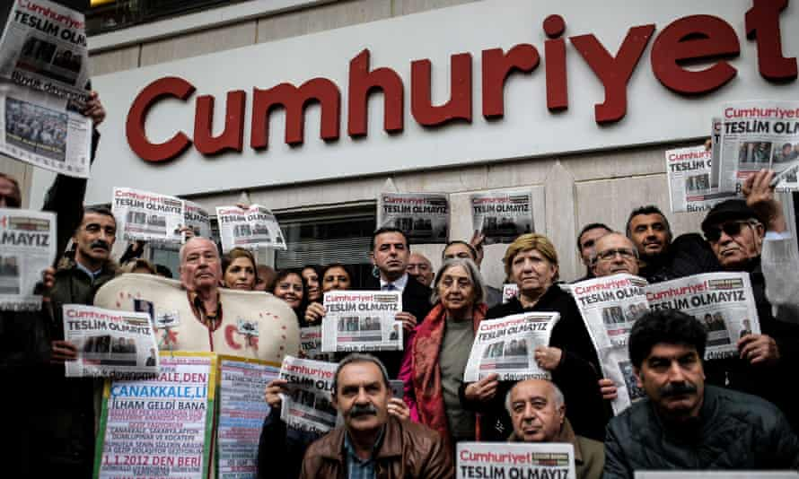 Protesters outside the offices of the Cumhuriyet newspaper demand the release of journalists.