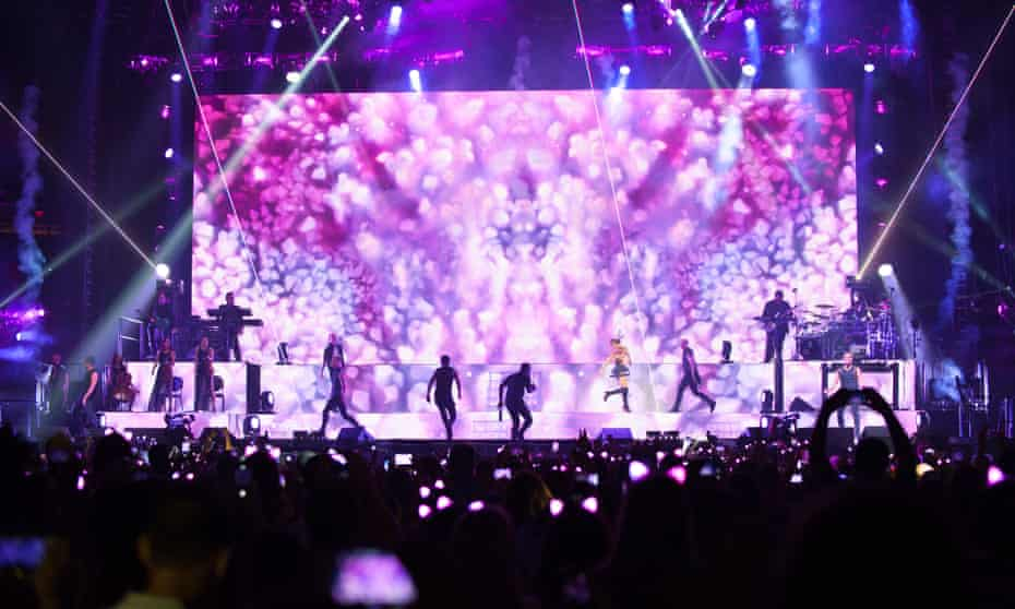 Ariana Grande's stageshow in 2015