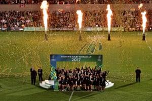 Fiao'o Faamausili of New Zealand lifts the trophy.