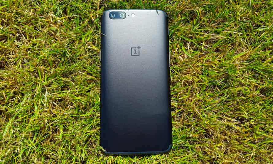 The midnight black version of the OnePlus 5.
