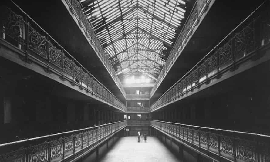 The inner court of Mecca Flats, demolished in 1952 to make way for Mies van der Rohe's Crown Hall.