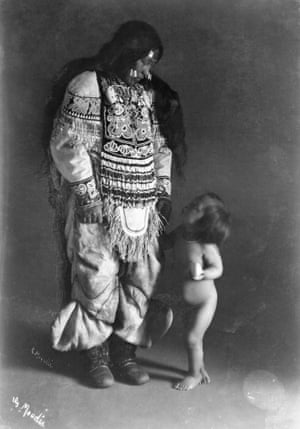 Inuit woman, Ooktook, with child, Fullerton Harbour, Nunavut, ca. 1904 - 1905