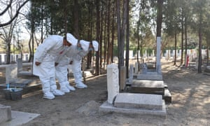 Many people choose the agency tomb-sweeping service because of the outbreak of pandemic in Beijing.