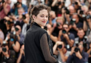 Marion Cotillard poses during the photocall for Juste la Fin du Monde (It's Only the End of the World)