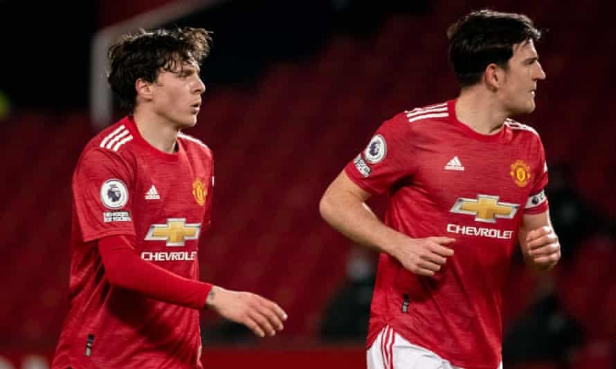 يحتاج مانشستر يونايتد إلى تحسين الشراكة المركزية لفيكتور ليندلوف (على اليسار) وهاري ماجواير.