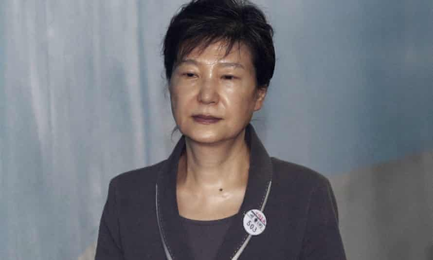 Park Geun-hye outside court in Seoul