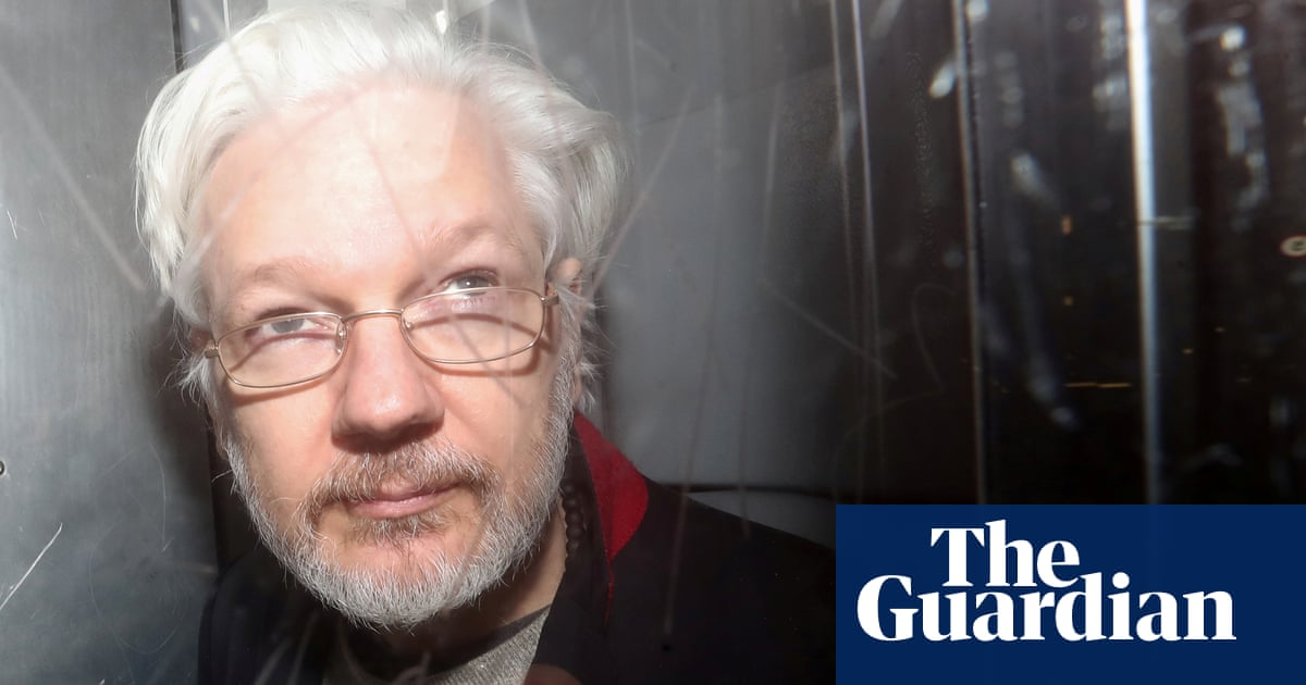 Current Status: Donald Trump 'offered Julian Assange a pardon if he denied Russia link to hack'