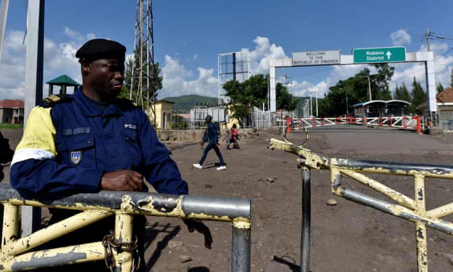 A police officer guards the border crossing between DRC and Rwanda