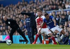 Mustafi barges Calvert-Lewin off the ball.