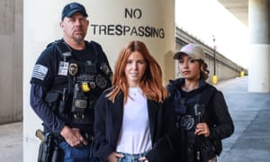 Stacey Dooley in Face To Face With Bounty Hunters