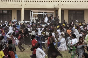 Crowds run after Pope Francis during a visit to the Koudoukou school after leaving the central mosque in the PK5 neighbourhood of Bangui