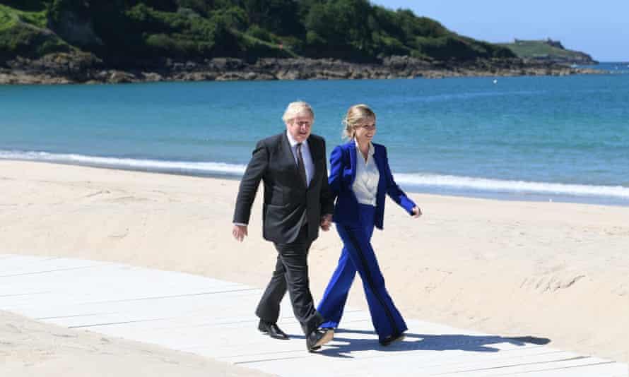 Boris and Carrie Johnson on beach