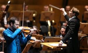 Janusz Wawrowski playing with the Royal Philharmonic Orchestra under the baton of Grzegorz Nowak