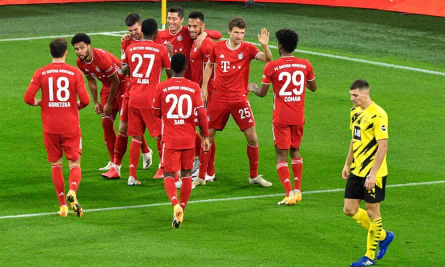 Bayern's Robert Lewandowski (centre) celebrates with his teammates after putting his side 2-1 up against Dortmund