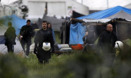 Idomeni: Greek riot police move in to clear refugee camp