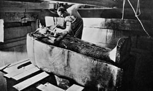 Howard Carter with the sarcophagus of Tutankhamun, around 1925.