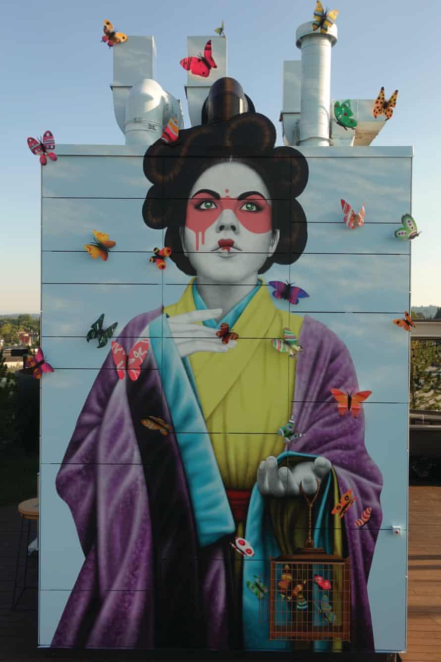 A Fin DAC mural depicting a Eurasian female in Portland, US.