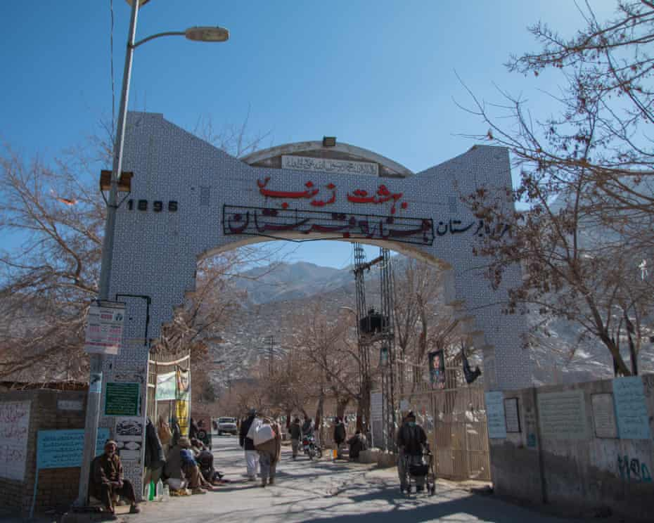 گورستان بهشت زینب در ماری آباد ، در منطقه هزاره ، پایتخت بلوچی ، کویته