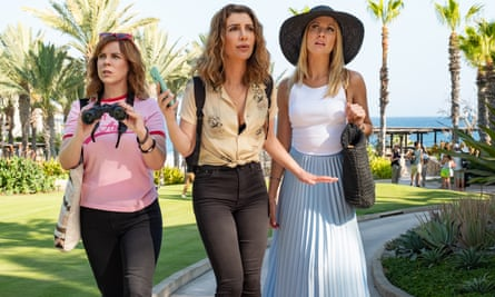 Sarah Burns, Nasim Pedrad and Anna Camp in Desperados, a film that just about hits the spot.