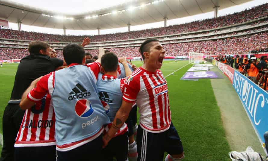 Players of Guadalajara celebrate after scoring against Atlas