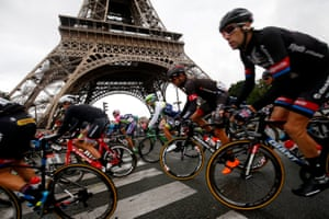 With the Eiffel Tower in the background the peloton passes by.