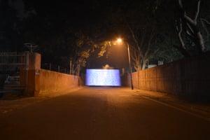 Near KG Marg Urban Canyon, Delhi, India - PM2.5 500 - 600 micrograms per cubic metre