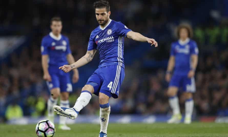 Cesc Fàbregas replaced N'Golo Kanté in Chelsea's midfield and orchestrated their attacks