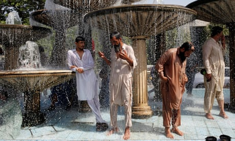 Karachi residents cool off in Pakistan heatwave – in pictures