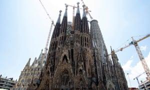 Sagrada Família with cranes