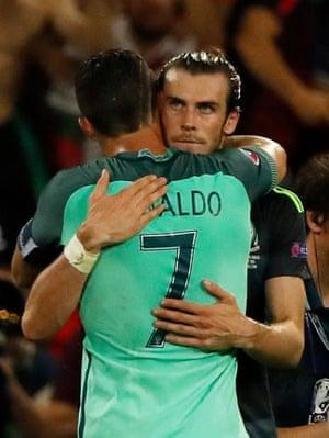 Cristiano Ronaldo hugs Gareth Bale