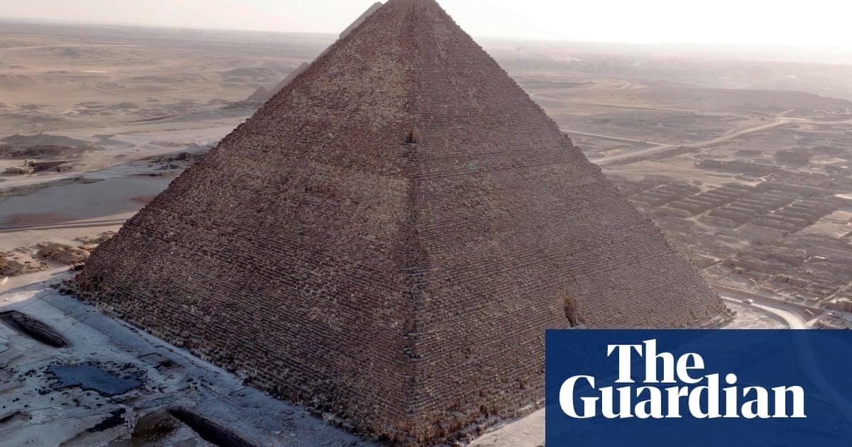 Egyptian authorities investigate 'forbidden' Great Pyramid sex photo    World news   The Guardian