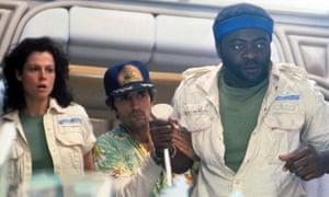 (de izquierda a derecha) Sigourney Weaver, Harry Dean Stanton y Yaphet Kotto en Alien.