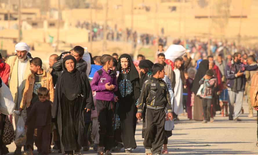People leave Hammam al-Alil, south of Mosul.