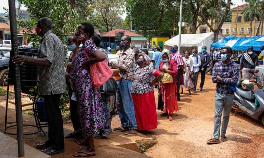 People queueing outside a health centre in Kampala, Uganda to receive the Covid-19 vaccine in August