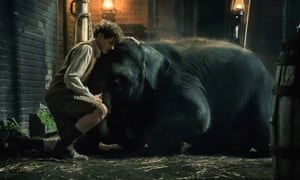 Art Parkinson (Tom) with Buster (Nellie) the elephant.