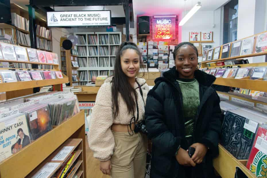 Music lovers Joisse Clamor and Ella Niles at Sound of the Universe