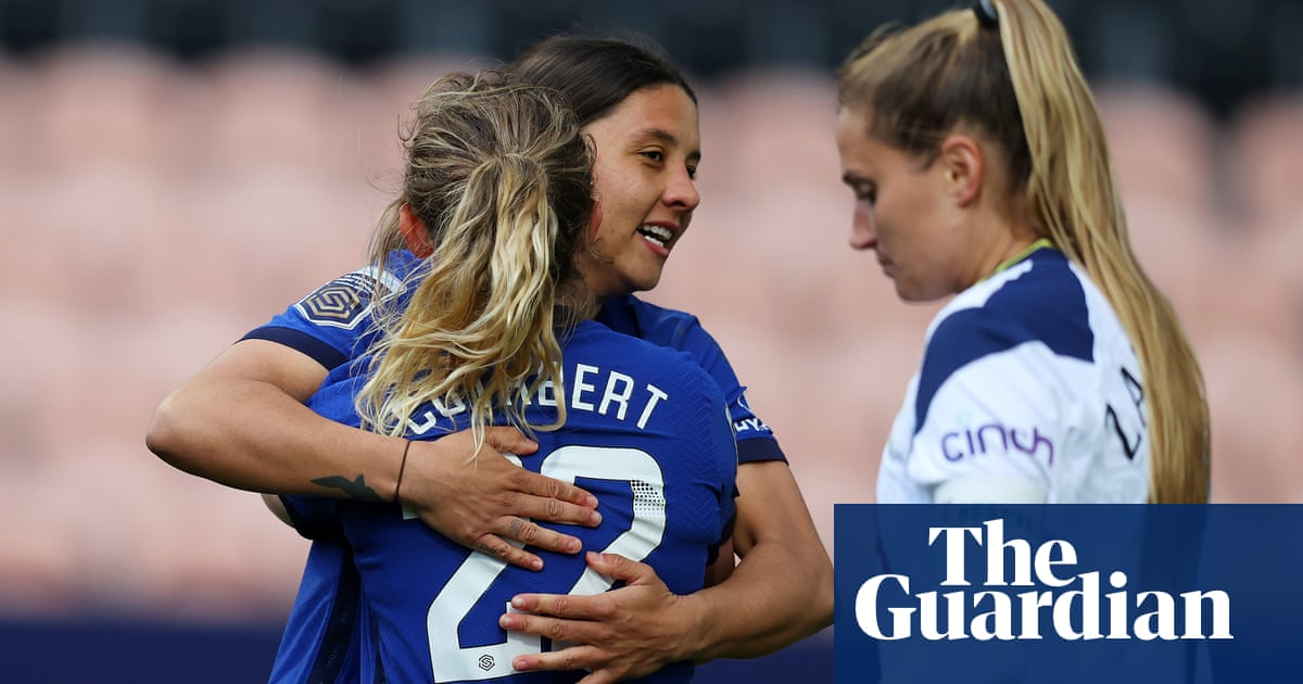 Chelsea on verge of WSL title after Sam Kerr's double sinks Tottenham
