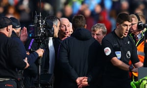 What is it about Mike Dean that rubs managers up the wrong way?