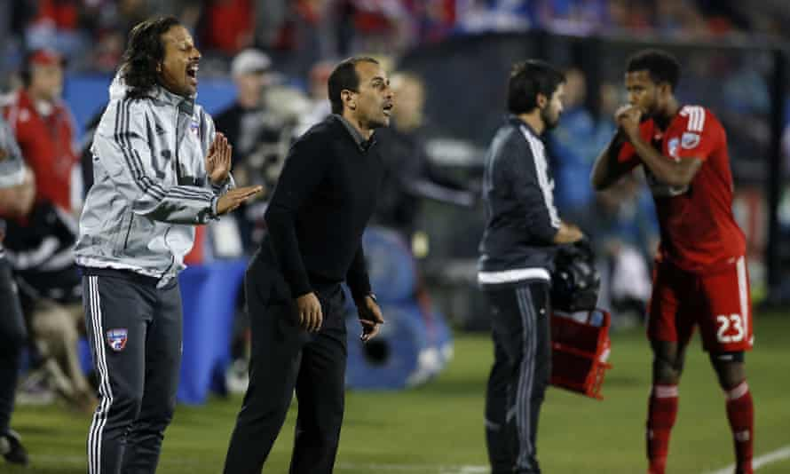 FC Dallas head coach Oscar Pareja, middle, on the sidelines against the Seattle Sounders.
