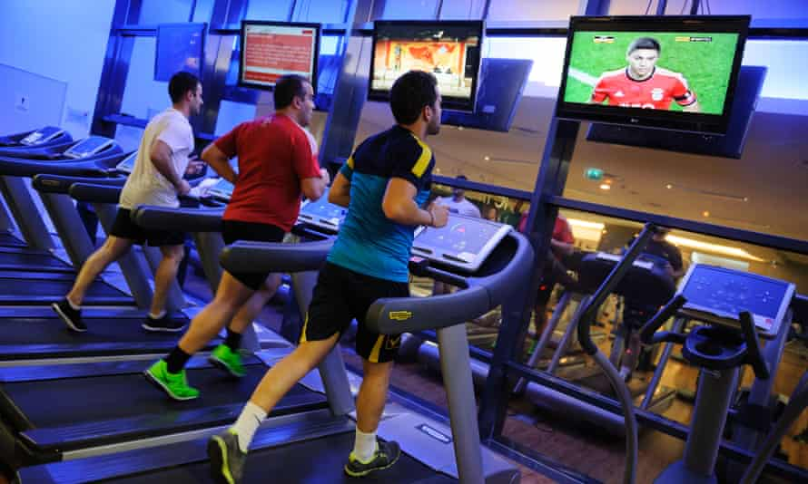Men running alone on treadmill at the gymE08NKK Men running alone on treadmill at the gym