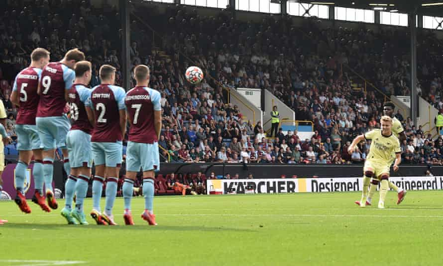 Martin Ødegaard curls in his free-kick over the Burnley wall