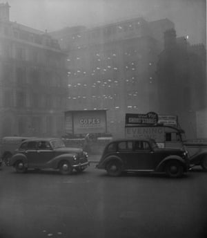 London traffic almost at a standstill due to the heavy smog in December 1952.