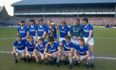 Everton show off the league title in May 1985.