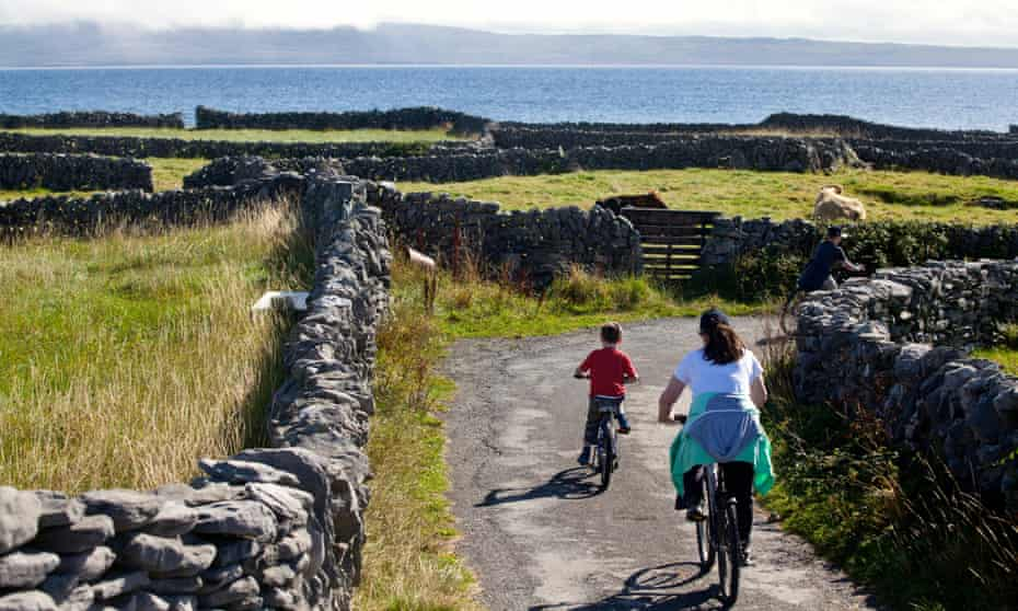 A mother and son bike around Inis Oirr Island